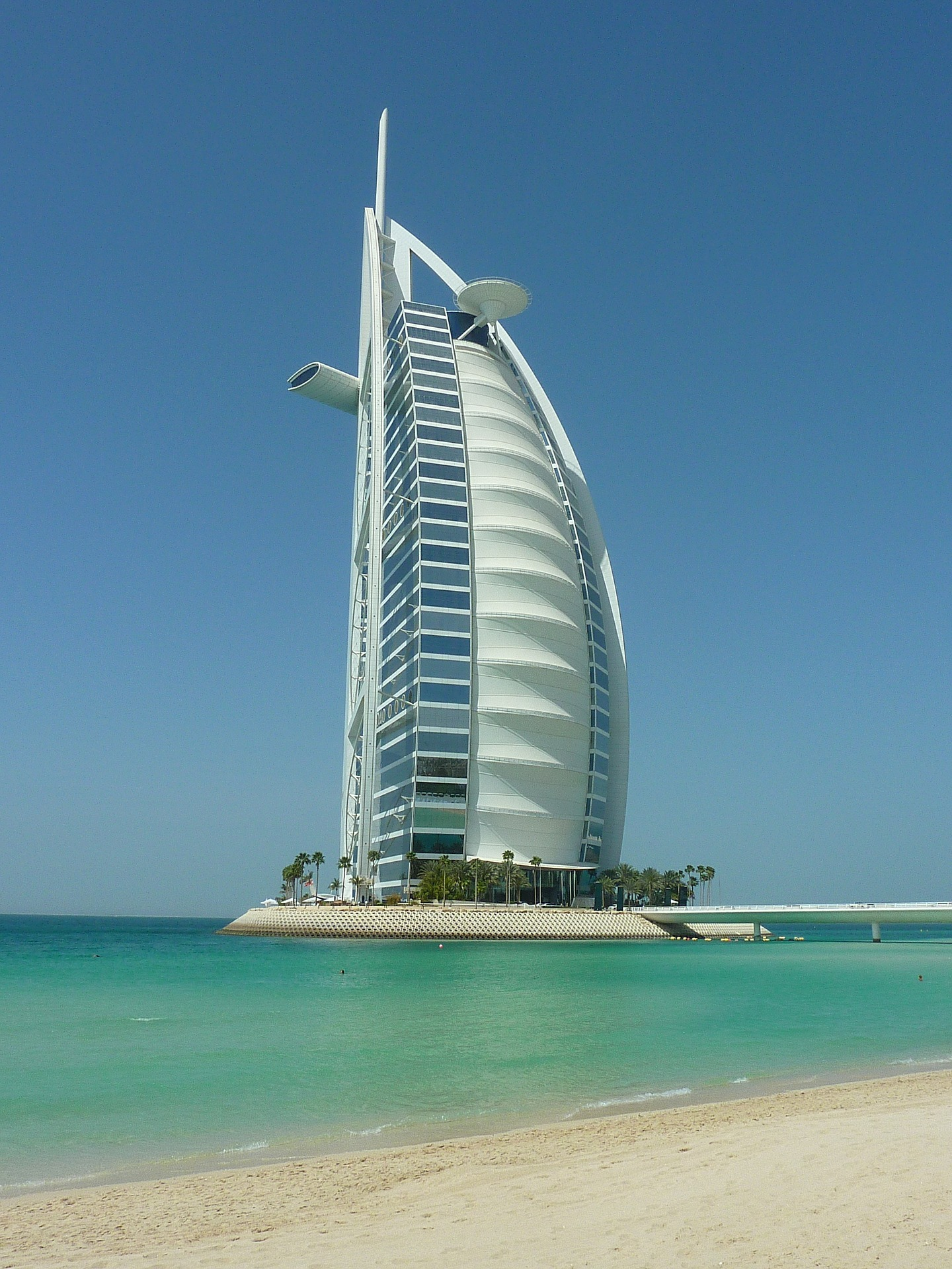 Hotel 7 Etoile Dubai the travel speak - the ultimate travel bucket list for young couples